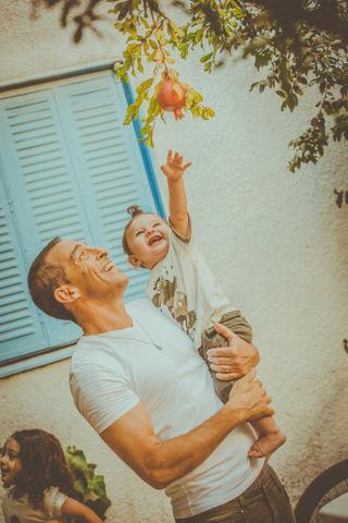 צילום גיל שנה עם אבא אורי
