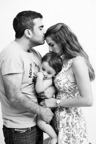 צילום גיל שנה עם ההורים - שחור לבן