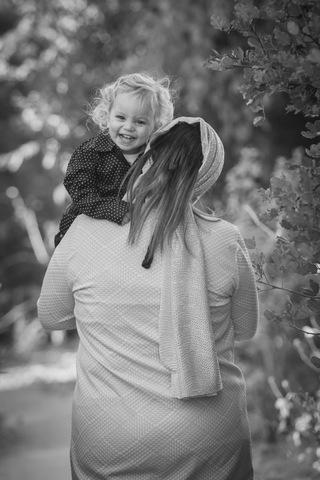 צילום תינוקות בטבע - שחור לבן