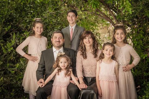 צילום משפחתי בחורשה
