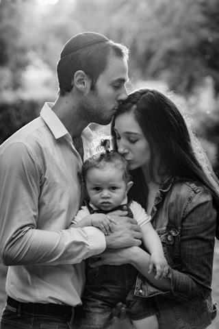 צילום תינוקות עם ההורים - שחור לבן
