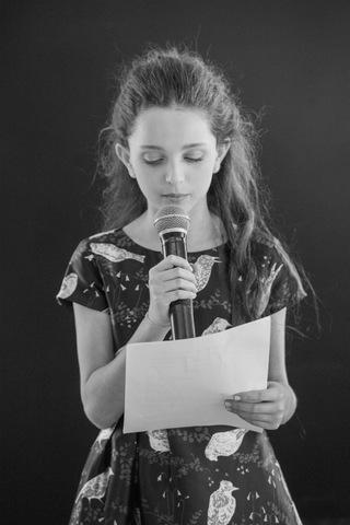 בוק בת מצווה נאום בשחור לבן
