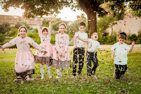 צילום משפחתי - ילדי הבית בטבע