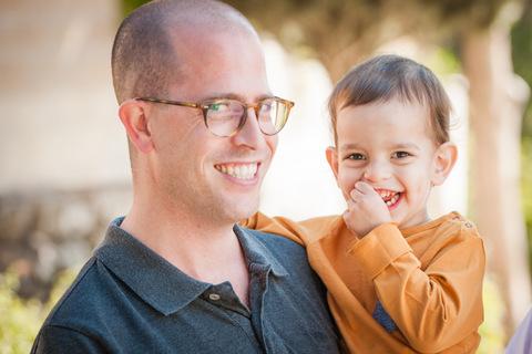 צילומי תינוקות בטבע עם אבא