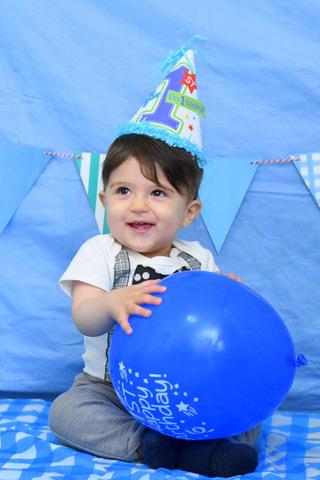 צילומי תינוקות עם בלון סטודיו