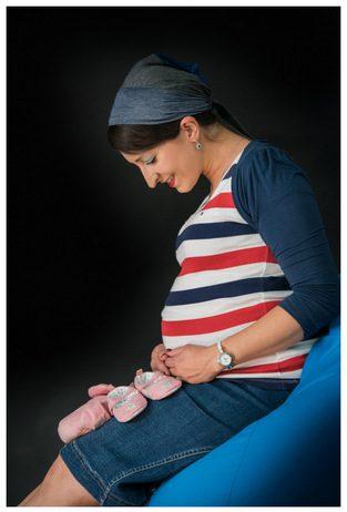 צילום הריון בסטודיו עם אקססוריז