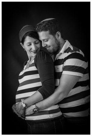 צילום הריון בסטודיו - שחור לבן